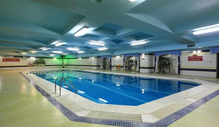 El goli pars hotel pool