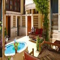 Golshan Traditional Hostel